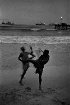 View On Accra Beach, Ghana by Marc Riboud on artnet. Browse more artworks Marc Riboud from Galerija Fotografija. Marc Riboud, Contemporary Photography, White Photography, Street Photography, Ghana, Henri Cartier Bresson, Accra, Bratislava, Le Grand Bleu