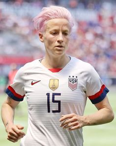 Megan Rapinoe is an American professional soccer player who plays for and captains Reign FC in the National Women's Soccer League (NWSL), playing Megan Rapinoe, Alex Morgan, Soccer League, Soccer Players, Tottenham Hotspur, Priyanka Chopra, Camille Abily, Magazine Sport, Kids Choice Sports Awards