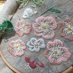 금요일은 외부강의 중~~ 봄날 봄스런 자수로~~ #embroidery #sewing #벚꽃자수 #외부강의 #금요일 #분당프랑스자수 #판교프랑스자수 #프랑스자수패키지 #벚꽃 #봄