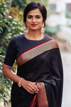 In a elegant black color saree and high neck elbow length sleeve blouse design High Neck Saree Blouse, Black Saree Blouse, Saree Dress, Black Blouse Designs, Blouse Neck Designs, Blouse Patterns, Kerala Saree Blouse Designs, Formal Saree, Indian Silk Sarees
