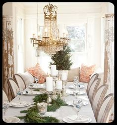 Simple and elegant dining room for Christmas