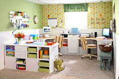 Nice u-shaped work area - the walls are covered in carpet tiles, which can be used as a bulletin board