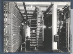Al lavoro in una centrale telefonica, anni '30 - Working in a telephone exchange, 1930s