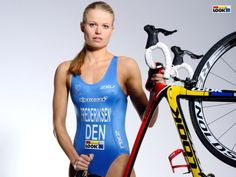 Helle Frederiksen born 5 March 1981 in Odense Funen is a Danish professional triathlete She represented Denmark in triathlon at the 2012 Summer Olympics Triathlon Women, Ironman Triathlon, Bicycle Women, Bicycle Girl, Athletic Women, Athletic Tank Tops, Girls Lifting, Female Cyclist, Beautiful Athletes
