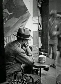 André Kertész, Terrasse de Café, Paris, 1928