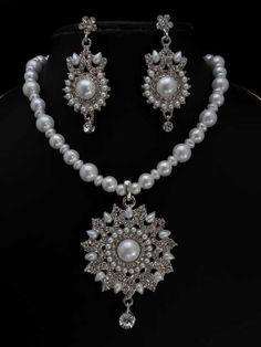 096ed1359 Beautiful Vintage Bridal Jewelry Set. Beautiful Vintage Bridal Jewelry Set  on Tradesy Weddings (formerly