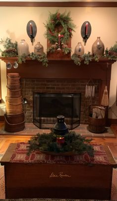 Primitive Mantels, Primitive Fireplace, Primitive Living Room, Primitive Homes, Primitive Decor, Christmas Fireplace, Prim Christmas, Christmas Mantels, Christmas Decorations