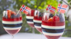 Kreativ gelé og panna cotta dessert til ----Creative of May dessert 17. Mai, Panna Cotta, Constitution Day, Norwegian Food, Norwegian Recipes, Dessert Drinks, Summer Drinks, Tasty Dishes, Summer Recipes