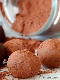Τρούφα σοκολάτας μαλακιά σαν χνούδι που λιώνει στο στόμα με το που έρθει σε επαφή με τη ζεστασιά του.