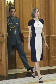 MyRoyals:  Queen Letizia in a Carolina Herrera dress and Magrit shoes, May 18, 2015