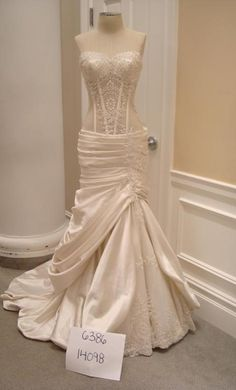 Pnina Tornai Off White Satin 32862112 Sexy Wedding Dress Size 8 (M) off retail Camo Wedding Dresses, Formal Dresses For Weddings, Wedding Dress Sizes, Wedding Wear, Wedding Gowns, Dream Wedding, Pnina Tornai, Bridal Outfits, Bridal Gowns
