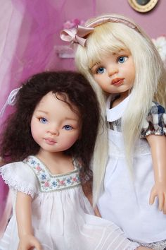 Catherine and friend. Repaint dolls from Paola Reina Awesome work !