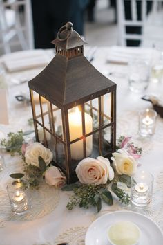 wedding table decor ideas, wedding lanterns inspiration, chic and fabulous wedding flowers ideas Lantern Centerpiece Wedding, Wedding Lanterns, Wedding Table Flowers, Rustic Wedding Centerpieces, Candle Centerpieces, Centerpiece Ideas, Rustic Weddings, Wedding Rustic, Inexpensive Centerpieces