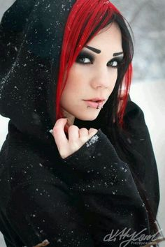 Despite having piercings, this woman looks beautiful. I especially like her black & red hair. Dark Beauty, Goth Beauty, Gothic Fashion, Look Fashion, Steampunk Fashion, Dark Punk, Pelo Emo, Chica Dark, Lizzie Hearts