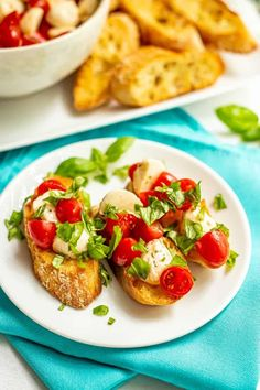 Easy Caprese bruschetta with fresh tomatoes and basil, marinated mozzarella balls and crusty, toasted baguette slices is the perfect summer appetizer! Best Appetizers, Appetizer Recipes, Snack Recipes, Cooking Recipes, Bruschetta, Party Food And Drinks, Party Snacks, Baguette, Mozzarella