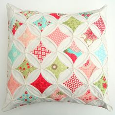 cathedral window quilts, color schemes, cathedr window, quilt patterns, quilt pillow, color patterns, cute quilt, cushion cover ideas, cathedral windows