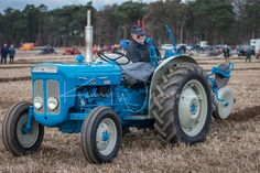 Antique Tractors, Vintage Tractors, Vintage Farm, New Tractor, Ford Tractors, Lifted Ford Trucks, International Harvester, Old Farm, Cars And Motorcycles