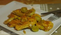 Straccetti di pollo con porro e pinoli