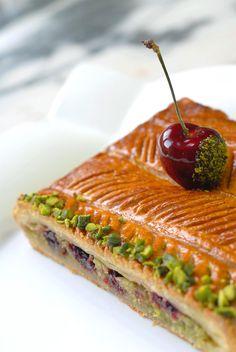 Et pourquoi pas une galette des rois frangipane-pistaches-cerises ?!