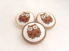 Cross Stitch Owl Brooch with a wooden base, handmade by GorgeousCraftsUK Owl design courtesy of ⓒ Lucykate Crafts  http://lucykatecrafts.blogspot.co.uk