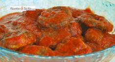 Questo semplicissimo e delizioso piatto di polpette di melanzane esalta tutti i sapori della cucina mediterranea