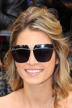 Dior Metallic é o must have das fashionistas por ser super moderno e ousado com suas sobrancelhas espelhadas! #lindo #de #morrer #oculos #de #sol #espelhado #colorido #luxo #grande #metal #oticas #wanny #sunglasses