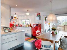 Vintage urban Scandinavia - open plan kitchen and dining room - http://casinhacolorida-simone.blogspot.com.br/