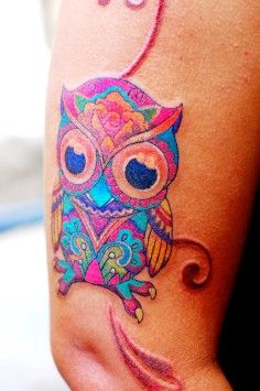 Tatuagem Feminina Delicada de Coruja