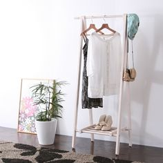 玄關收納 (white & brown)  セール価格:¥4,980  ホワイトカラーは少しピンクがかったカラーで、女性らしいインテリアアイテムとして人気です。