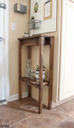 Pallet Table Plans DIY Pallet Console Table by Curb to Refurb featured on Remodelaholic - Skinny Tables, Skinny Console Table, Small Console Tables, Diy End Tables, Diy Table, Pallet Tables, Pallet Benches, Pallet Couch, Pallet Bar