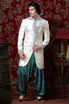 In your expensive Indian Wedding Dresses Men Men's Fashion the whole family a cake battle to keep the canal in jump or a mud fight with your husband keep: some brides do anything for original wedding photos. Also in Belgium, Beach goers could not believe their eyes when Isle Verheecke (26) from Ghent dived in bridal dress the North Sea.