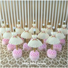 Taste the best cake pops in Ohio. Sadie Baby Sweets in Columbus, Ohio specializes in custom cake pops, sweets tables, & table scapes for your special event. Chocolate Covered Treats, Chocolate Diy, Chocolate Molds, Oreo Cookies, Cupcake Cookies, Make Up Cake, Candy Crafts, Cupcakes, Oreo Pops
