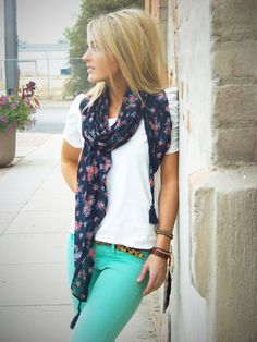 Mint skinnies, plain white tee, scarf.