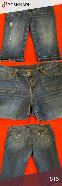 Seven7 capris Slightly distressed and frayed at the hem. Theses are shorties. On a tall person they'll hit just below the knee. On a shorter person they'll hit the calf. Seven7 Jeans Ankle & Cropped