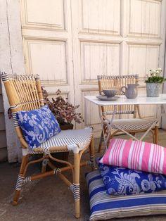 Rincon Provenzal Con Cojines De Lino Antiguo De Malana's Workshop ... Hangepflanzen Blumenampeln Balkon