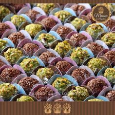 •••••••••••••••••••••••••••••••••••••••••••••••••••••••• ✨Brigadeiros Gourmet✨ ✨Sabores: Chocolate ao leite e Pistache✨ ✨Estes foram para um aniversariante especial, Chef Marcos André, proprietário do Senhor Pudim. Amanhã postaremos o bolo. ✨ Contatos : maisondubrigadeirobr@gmail.com 011-96073-3658 vitrine.elo7.com.br/maisondubrigadeiro www.facebook.com/maisondubrigadeiro •