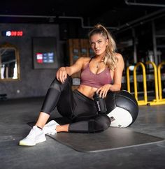 Schmidt, Athlete Motivation, Foto Pose, Gym Girls, Instagram Models, Female Athletes, Sport Girl, Sexy Hot Girls, Foto E Video