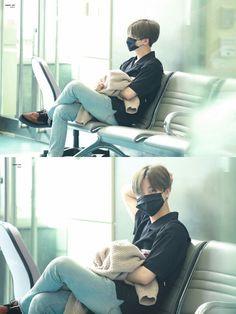 Kim Jinhwan, Hanbin, Lil Baby, Airport Style, Tinkerbell, Wallpaper Backgrounds, Fangirl, Kpop, Guys