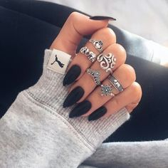 I couldn't decide nails or accesoories?