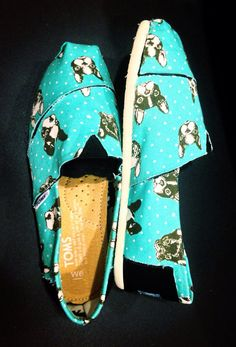 French Bulldog TOMS (women) for French bulldog rescue network....I need these! Even though Douglas is a Boston it still looks like him!!!