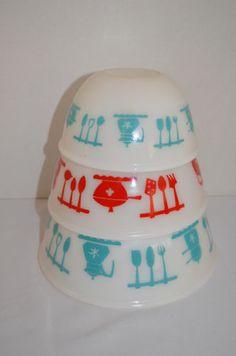 Vintage Hazel Atlas Turquoise Blue Red 3 Nesting Bowls Teapot kitchen Utensils