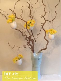 Easter egg vases for blossoms. I know it isn't the right season, but I didn't want to forget about this cute idea to do with our hens' eggs in the spring. Hoppy Easter, Easter Bunny, Easter Eggs, Easter Flower Arrangements, Easter Flowers, Easter Tree Decorations, Diy Ostern, Easter Table, Easter Crafts For Kids