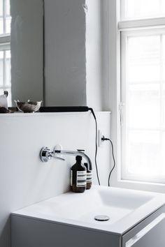 myidealhome:  bathroom essentials (via Rum Hemma)