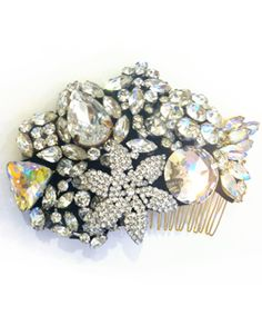 comb with mixture of vintage and modern jewels // ban.do