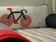 Kit berço patchwork colorido menino bicicleta www.ateliecolorir.com.br