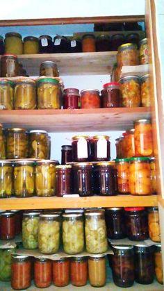 keď sa urodí - je hneď plná špajzka :) Pickles, Cucumber, Food, Essen, Meals, Pickle, Yemek, Zucchini, Eten