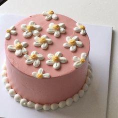 Pretty Birthday Cakes, Pretty Cakes, Cake Birthday, Birthday Cake Designs, Creative Birthday Cakes, Birthday Cake Decorating, Mini Cakes, Cupcake Cakes, Picnic Cake