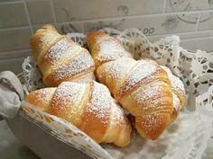 Cornetti facili ~ AnnaLoveCooking French Desserts, Mini Desserts, Dessert Recipes, Sweet Buns, Torte Cake, Snacks, Something Sweet, Italian Recipes, Food And Drink