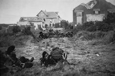 Le commando Kieffer progresse dans Ouistreham, après les combats du 6 juin 1944