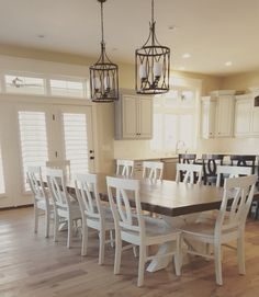 Build a stylish kitchen table with these free farmhouse table plans. They come in a variety of styles and sizes so you can build the perfect one for you. Farmhouse dining room table and Farm table plans. Modern Farmhouse Furniture, Dining Room Design, Dining Room Decor, Home, Rustic Farmhouse Table, Stylish Kitchen, Home Decor, Farmhouse Dining Room Table, Dining Room Table
